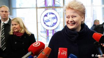 Lithuania's President Dalia Grybauskaite speaks to the media at a polling station in Vilnius (Photo: Mindaugas Kulbis/AP/dapd)