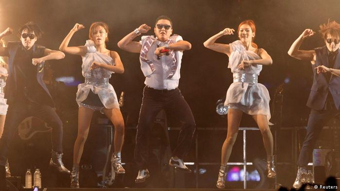 Singer Psy (C) performs at the Seoul Plaza in front of Seoul city hall October 4, 2012. Local media reported that about 80,000 fans gathered to cheer Psy at a free concert staged to thank fans in Seoul. The quirky dance track Gangnam Style became a global sensation that has clocked up more than 300 million views on YouTube since its release in July. REUTERS/Kim Hong-Ji (SOUTH KOREA - Tags: ENTERTAINMENT SOCIETY)