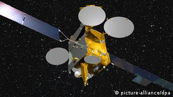 Das Bremer Raumfahrtunternehmen Astrium wird für die Eutelsat Communications den Fernsehsatelliten EUTELSAT 9B für Europas wachsenden Video-Markt bauen, wie am 04.10.2011 in Paris mitgeteilt wurde (Astrium-Handout-Foto vom 04.10.2011). Der für eine 15-jährige Betriebsdauer ausgelegte Satellit soll Ende 2014 starten und zusätzlich zur Sendefunktion für Eutelsat auch die erste Datenrelais-Nutzlast für das Europäische Datenrelais-Satelliten-System befördern. EUTELSAT 9B ist der 21. Satellit, der von Eutelsat bei Astrium in Auftrag gegeben wurde. Foto: Astrium EADS - ACHTUNG: Nur zur redaktionellen Verwendung ! (zu dpa 0580 vom 04.10.2011) +++(c) dpa - Bildfunk+++