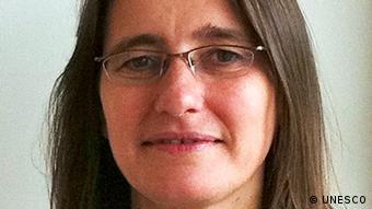 H Πολίν Ρόουζ, υπεύθυνη της UNESCO για την έκθεση που αφορά στην εκπαίδευση παγκοσμίως