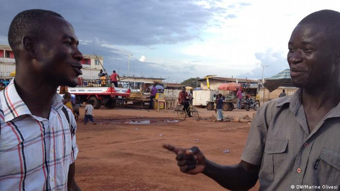 Two Ghanaians in Nkoranza's main square (Photo: Marine Olivesi)