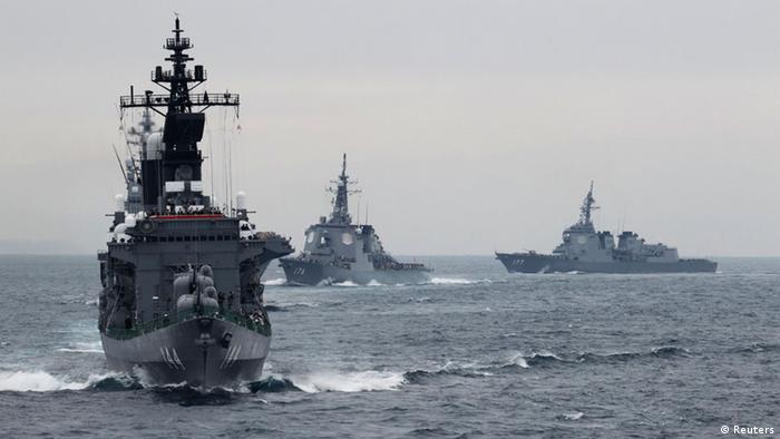 Japanese Maritime Self-Defense Force (MSDF) destroyer Kurama (L), which is carrying Japan's Prime Minister Yoshihiko Noda, leads the MSDF fleet during a naval fleet review at Sagami Bay, off Yokosuka, south of Tokyo October 14, 2012. REUTERS/ Yuriko Nakao (JAPAN - Tags: POLITICS MILITARY)