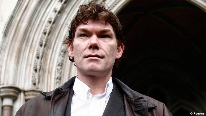 Computer expert Gary McKinnon poses after arriving at the High Court (Photo: Reuters)
