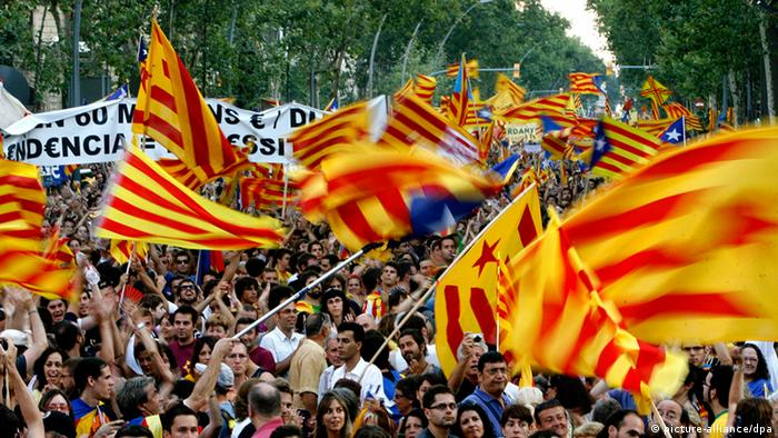 Protesters wave flags of Catalonia in Barcelona on September 11, 2012 EFE/Marta Perez pixel