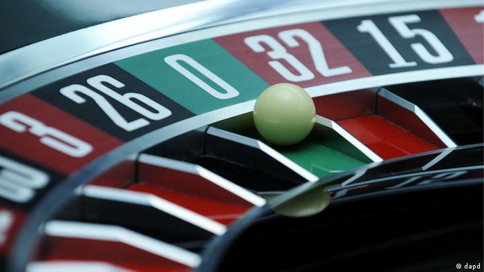Bei einem Roulettespiel liegt die Kugel auf der Null