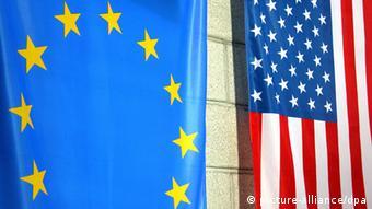 Σημαίες ΕΕ και ΗΠΑ