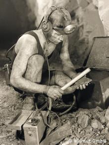 Hauer im Abbau bei der radiometrischen Erzsortierung, ca. 1960 Foto: Wismut GmbH