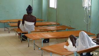 A foto, de outubro de 2012, mostra pacientes de cólera internados no Hospital Simão Mendes, em Bissau