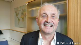 «Οι αυστηροί όροι που έχει επιβάλει η τρόικα οδηγούν όλο και πιο βαθιά στην ύφεση τις χώρες της κρίσης», υποστηρίζει ο Ούντο Μπούλμαν