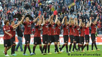 Frankfurt players celebrate a win over Freiburg. (30.09.12)