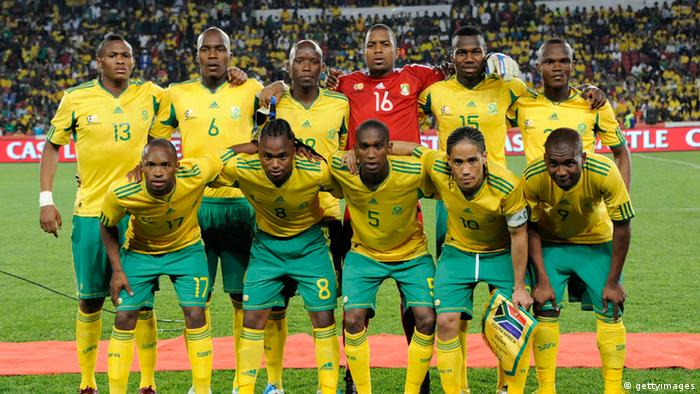 26 Mrz 2011JOHANNESBURG, SOUTH AFRICA - MARCH 26: South Africa starting team poses during the 2012 Africa Cup of Nations Qualifier match between South Africa and Egypt at Coca Cola Park on March 26, 2011 in Joh... Erfahren Sie mehrVon: Gallo ImagesKollektion: Getty Images Sport