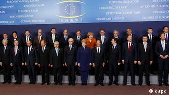 EU heads of state pose for the media during an EU summit in Brussels on European leaders gather in Brussels to discuss how to save the euro currency from collapse (Photo:Remy de la Mauviniere/AP/dapd)