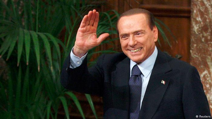 Former Italian Prime Minister Silvio Berlusconi waves at the Chigi Palace in Rome in this November 16, 2011 file photo. Berlusconi said on October 9, 2012, he was ready to drop plans to lead the centre-right in next year's parliamentary election and did not rule out a second term for Prime Minister Mario Monti. REUTERS/Tony Gentile/Files (ITALY - Tags: POLITICS ELECTIONS)
