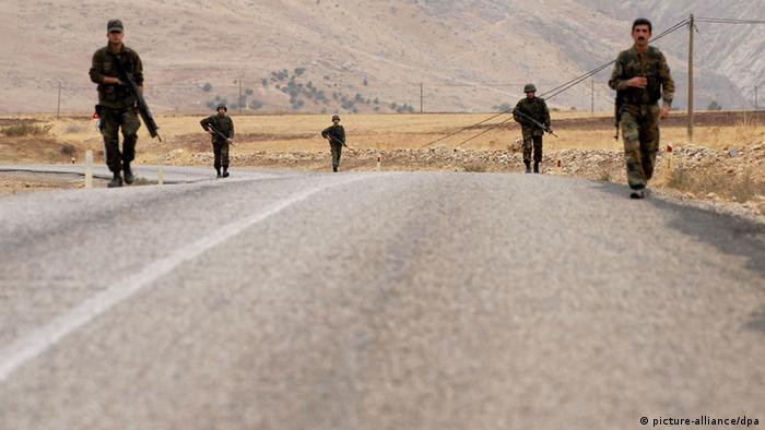 Turkish soldiers search for possible roadside mines while patroling in the southeastern Turkish province of Sirnak, bordering Iraq, Nov. 6, 2007. The Turkish army search for roadside mines from 5 a.m. to 7 a.m. everyday in case the Kurdistan Workers' Party (PKK) set mines along the border area between Turkey and Iraq. Xinhua /Landov +++(c) dpa - Report+++