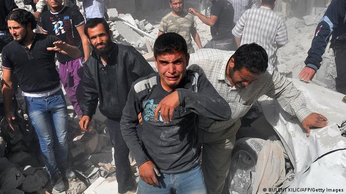 Siria: decenas de muertos tras bombardeo contra campo de desplazados