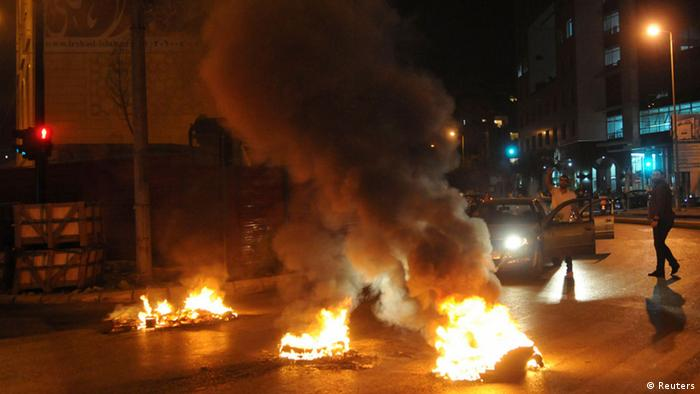 Sunni Muslim protesters burn tires and block a street in Beirut as they protest against the killing of senior intelligence official Wissam al-Hassan in an explosion, in Beirut October 19, 2012. Sunni Muslims took to the streets and burned tyres across Lebanon in protest against the killing of senior intelligence official Wissam al-Hassan on Friday, witnesses said. Protesters blocked the streets in Sunni strongholds of the eastern Bekaa valley region, the northern area of Akkar, neighbourhoods of the capital Beirut and in the southern city of Sidon. REUTERS/Hussam Shebaro (LEBANON - Tags: POLITICS CIVIL UNREST RELIGION)