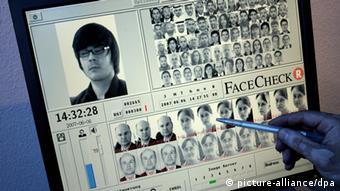 FaceCheck Gesichtserkennung (picture-alliance/dpa)