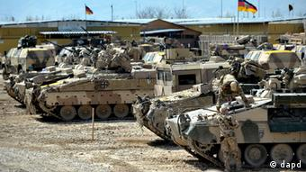 German soldiers and tanks (Foto: Sascha Schuermann/dapd)