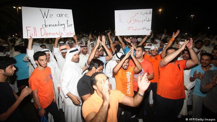 مخالفان مدعیاند که تظاهرات روز یکشنبه بزرگترین تجمع اعتراضی در تاریخ کویت است