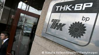 Man exiting the offices of TNK-BP in Moscow.(copyright: AFP)