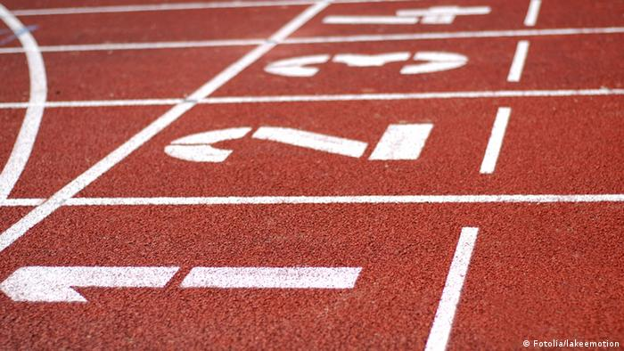 Lanes painted on a running track (Fotolia/lakeemotion)