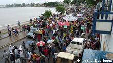 Unter dem Motto Salvemos a Democracia (Lasst uns die Demokratie retten) gingen am 19.10. zahlreiche Oppositionsparteien in São Tomé auf die Straße. Darunter die drei Parteien MLSTP/PSD, PCD e MDFM/PL. Der Protest richtete sich gegen die ihrer Meinung nach zunehmend autoritär auftretenden Regierung unter Premierminister Patrice Trovoada (ADI), 19.10.2012; Copyright: Juvenal Rodrigues