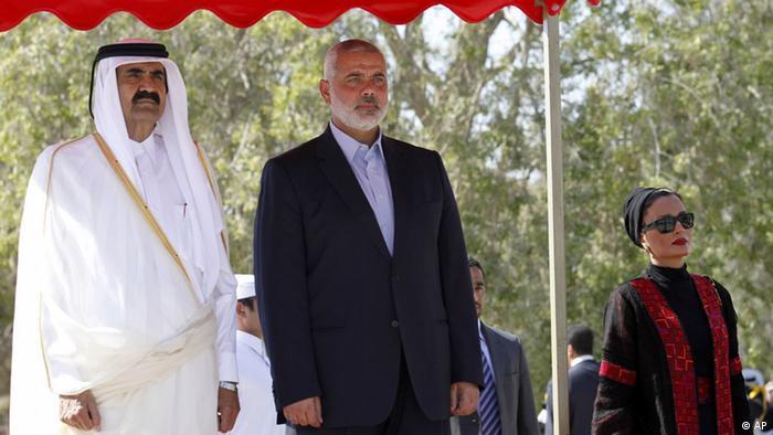 Katar Qatar Emir Prinz Al-Thani in Gaza mit Ismail Haniyeh 23.10.2012 (AP)