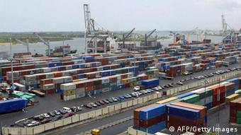 Además de construir carreteras nuevas, se prevé la ampliación de puertos, por ejemplo, en Lagos y Nigeria.