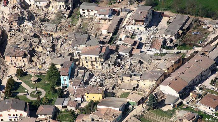Zerstörtes L'Aquila nach dem schweren Erdbeben am 7. April 2009 (Foto:Guardia Forestale, File/AP/dapd)