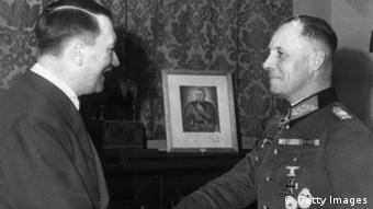 Glühende gegenseitige Verehrung: Rommel mit Hitler im November 1942