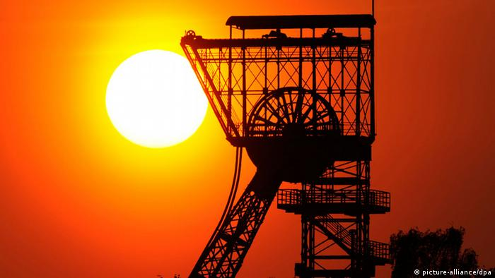 Shaft tower near Dortmund, Germany, against the setting sun erwartet» am 06.05.2012) +++(c) dpa - Bildfunk+++