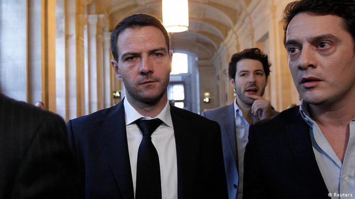 Former Societe Generale trader Jerome Kerviel (L) and his lawyer David Koubbi (R) arrive at the Paris court for the verdict in his appeal trial October 24, 2012. Kerviel, the man behind France's biggest rogue-trading scandal, finds out today whether he is heading to prison or walking free after his last court appeal in a four-year battle against former employer Societe Generale. Former trader Kerviel submitted a final attempt in June to be acquitted and avoid a three-year jail sentence handed down in 2010 for his role in taking huge, risky bets that cost SocGen 4.9 billion euros ($6.4 billion) to unwind and slammed the French bank's reputation. REUTERS/Gonzalo Fuentes (FRANCE - Tags: BUSINESS CRIME LAW TPX IMAGES OF THE DAY)