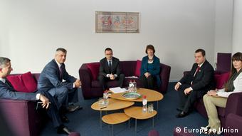 EU-Außenbeauftragte Ashton bei einem Treffen mit dem serbischen Regierungschef Dacic und dem kosovarischen Premier Thaci. (Foto: EU)