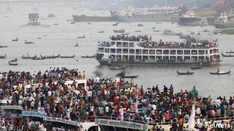 Overcrowded passenger boats are seen on the Buriganga River in Dhaka October 25, 2012. Millions of residents in Dhaka are travelling home from the capital city to celebrate Eid al-Adha on Saturday. Muslims across the world are preparing to celebrate the annual festival of Eid al-Adha or the Festival of Sacrifice, which marks the end of the haj, by slaughtering goats, sheep and cows in commemoration of Prophet Abraham's readiness to sacrifice his son to show obedience to Allah. REUTERS/Andrew Biraj (BANGLADESH - Tags: RELIGION SOCIETY)