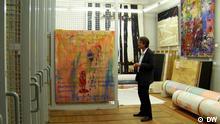 Das Kunstmuseum Bonn bringt 32 Bilder nach Moskau, um diese dort im Laufe einer Ausstellung (Deutsche Malerei. 1950 - 2010) im Nationalen Zentrum für moderne Kunst zu zeigen. Die Ausstellung wird am 1. November 2012 eröffnet und bis zum 16. Dezember 2012 gezeigt. Die Russische Redaktion verfolgt das ganze in Form von einer Sonderseite, eines Projekts. Foto: Daria Bryantseva, Oktober 2012