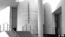 Das Kunstmuseum Bonn bringt 32 Bilder nach Moskau, um diese dort im Laufe einer Ausstellung (Deutsche Malerei. 1950 - 2010) im Nationalen Zentrum für moderne Kunst zu zeigen. Die Ausstellung wird am 1. November 2012 eröffnet und bis zum 16. Dezember 2012 gezeigt. Die Russische Redaktion verfolgt das ganze in Form von einer Sonderseite, eines Projekts. Kunstmuseum Bonn. Außenansichten. Zur Geschichte des Museums. Foto: Daria Bryantseva, Oktober 2012