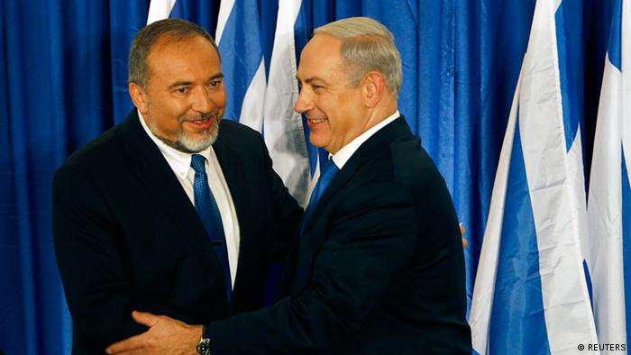 Israel's Prime Minister Benjamin Netanyahu (R) and Foreign Minister Avigdor Lieberman shake hands at a joint news conference in Jerusalem October 25, 2012. Netanyahu and his main coalition partner Lieberman announced their plan to merge their right-wing parties ahead of Israel's January 22 election, on Thursday. REUTERS/Ammar Awad (JERUSALEM - Tags: POLITICS)