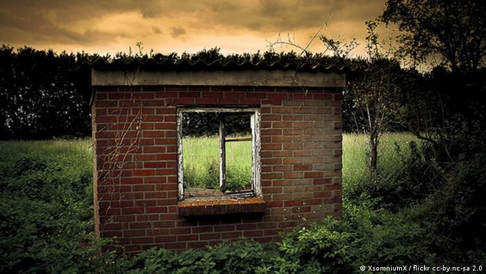 Ruine in Pesch   Bildrechte: XsomniumX / flickr cc-by.nc-sa 2.0  Bildquelle: http://www.flickr.com/photos/58264781@N08/6005026648/