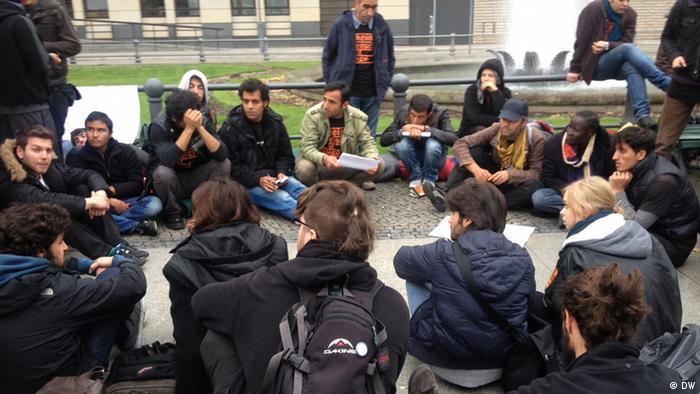 پناهجویان معترض شهرها و اقامتگاههایی را که برایشان مشخص شده ترک کردند و با طی مسیری ۵۰۰ کیلومتری خود را به برلین رساندند