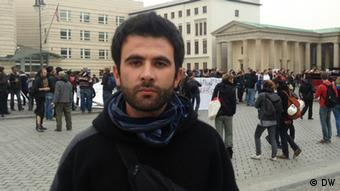 امید مرادیان، پناهجوی ایرانی، میگوید که معترضان برای پیشبرد خواستههای خود دست به اعتصاب غذا زدهاند