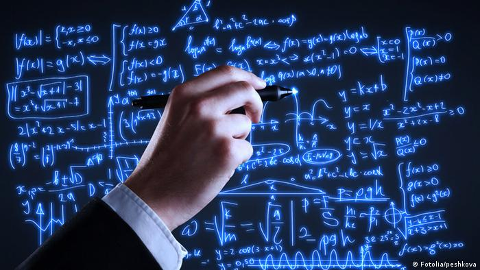 Math equations on blackboard (Fotolia/peshkova)
