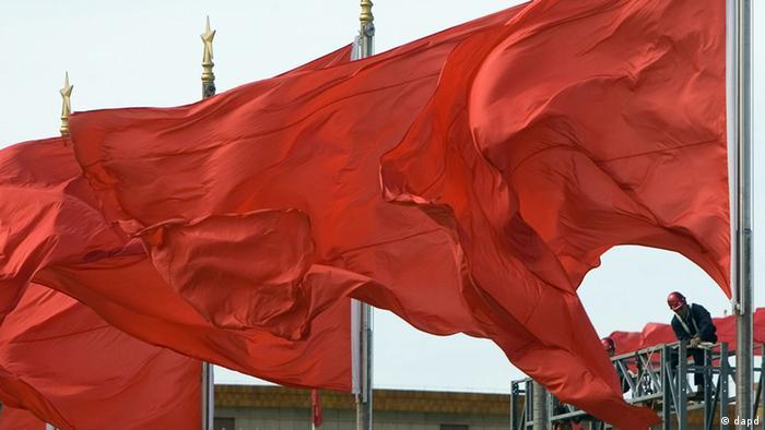 China KP Kongress in Peking rote Fahnen (dapd)