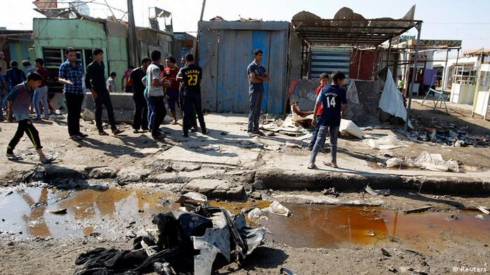 Residents inspect the site of a bomb attack in Baghdad (Photo: REUTERS/Thaier al-Sudani)