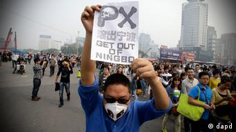 Protest gegen Chemiefabrik in China (Foto: AP)