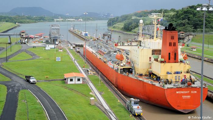 Stoljeće brodskog puta kroz prašumu - Panamski kanal 0,,16339819_401,00