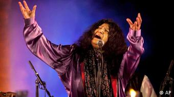 Pakistani Sufi singer Abida Parveen performs at a music festival in New Delhi, India (Photo: AP Photo/Kevin Frayer)