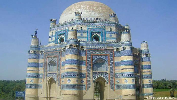 Shrine of Bibi Jawindi, Uch Sharif, Pakistan. cc-by-Shaun Metcalfe