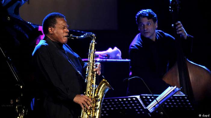 The American jazz saxophonist Wayne Shorter, left, performs with John Patitucci on bass (Photo:Boris Grdanoski/AP/dapd)