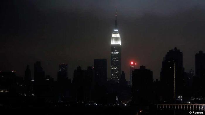 New York bei Nacht ohne elektisches Licht (Foto: Reuters)