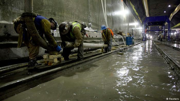 Wasser in einem U-Bahn-Tunnel (Foto: dapd)